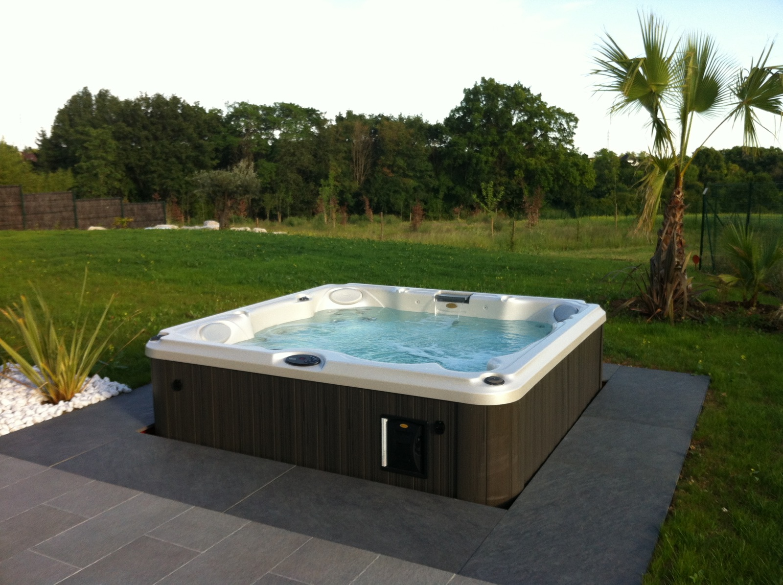 Installation spa J-235 Jacuzzi® Tours