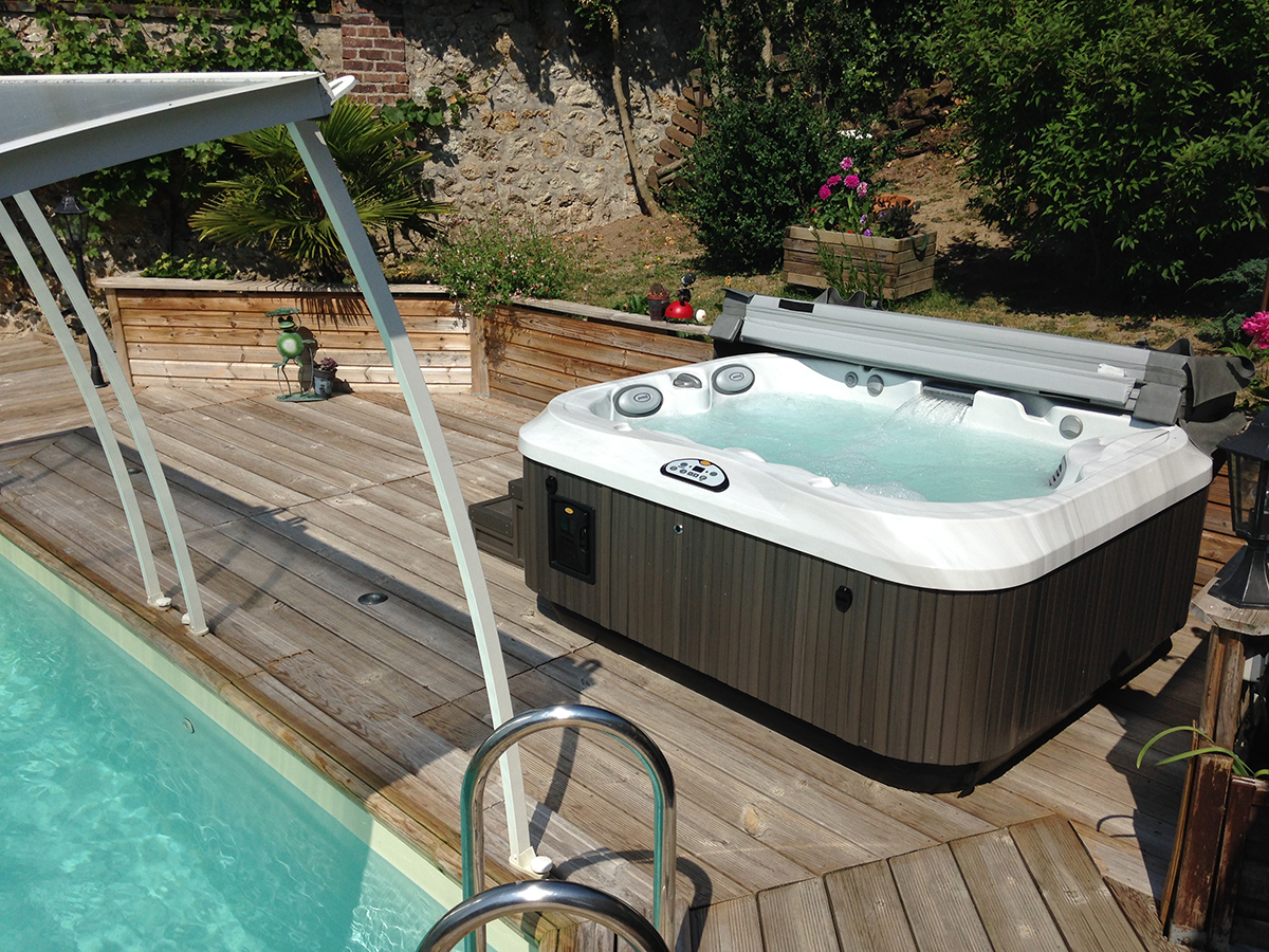 Installation spa J-315 Jacuzzi® Tours