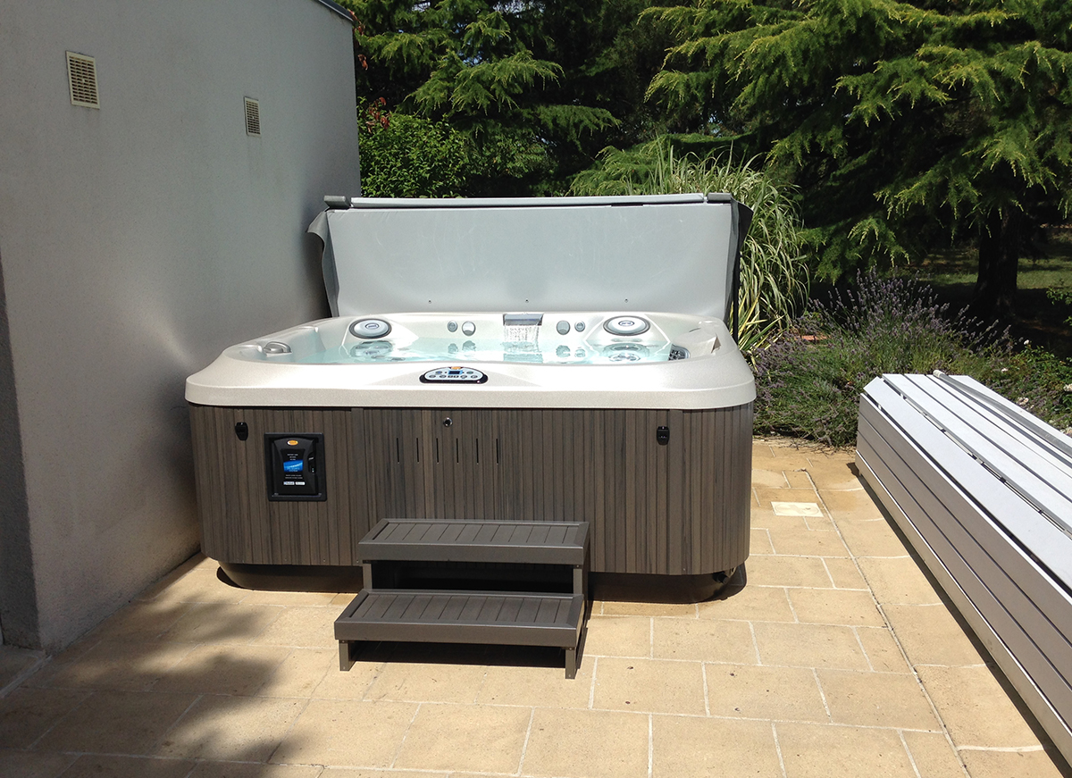 Installation spa J-335 Jacuzzi® Tours